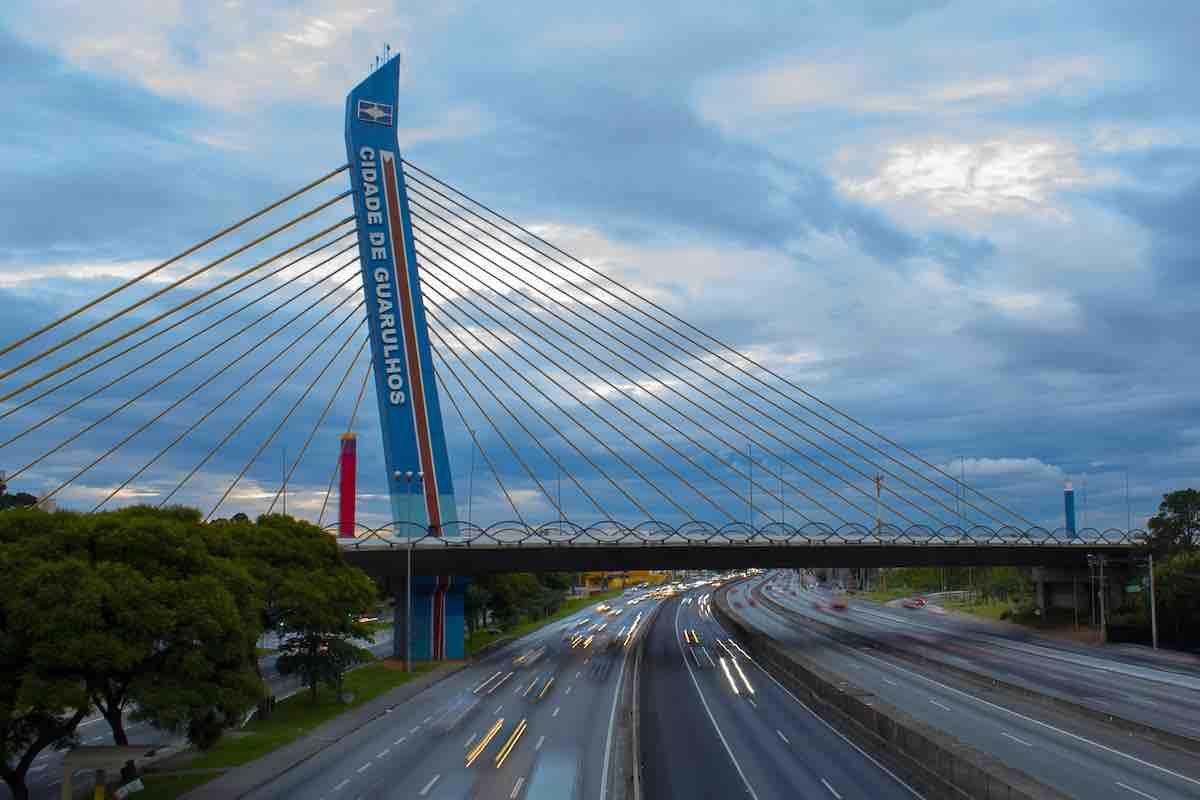 Foto de ponte na cidade de Guarulhos.