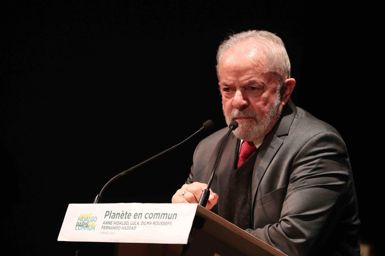 Ex-presidente Lula, discursa em Paris durante cerimonia.