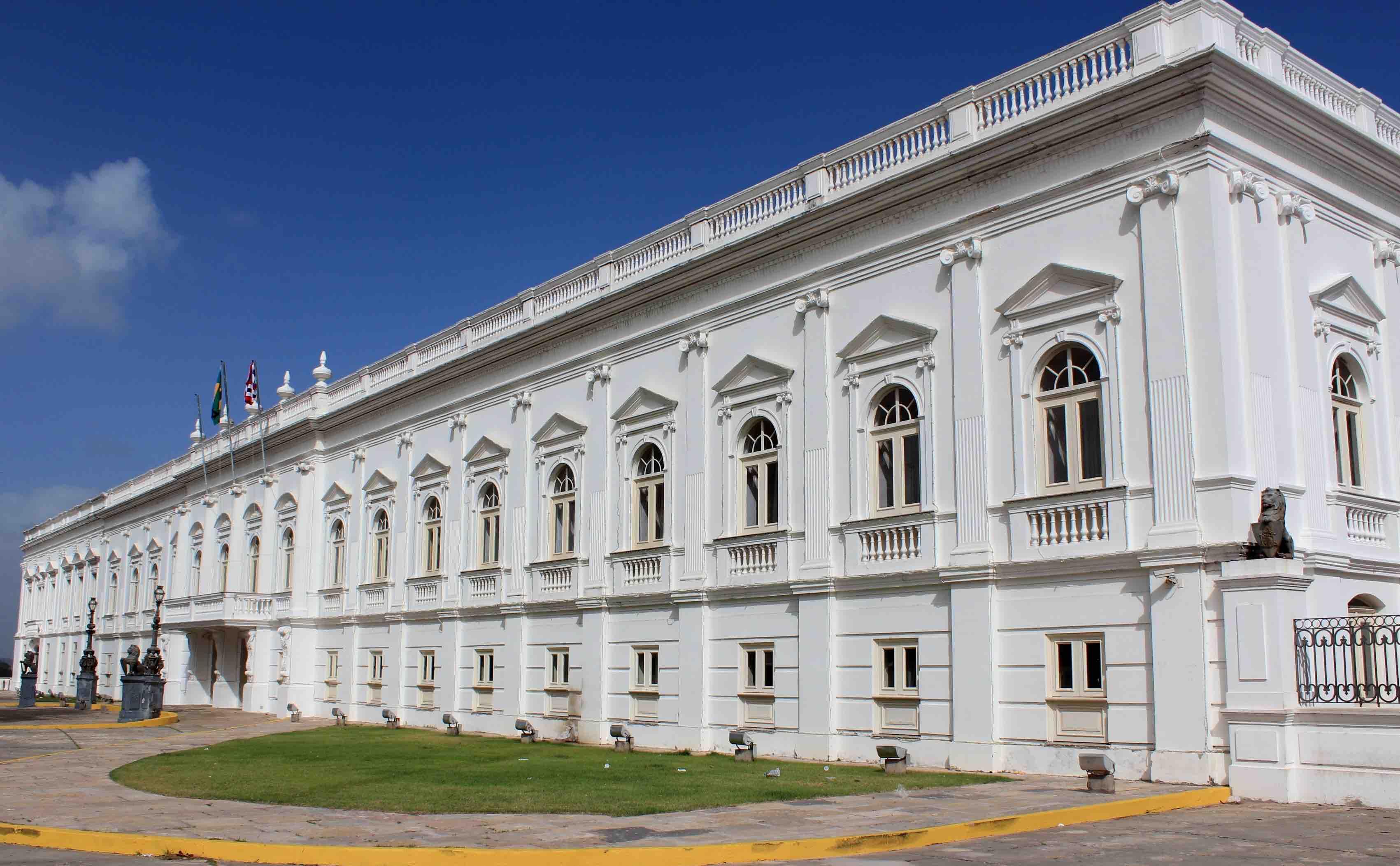 Foto frontal da sede do governo do Maranhão, Palácio dos Leões.